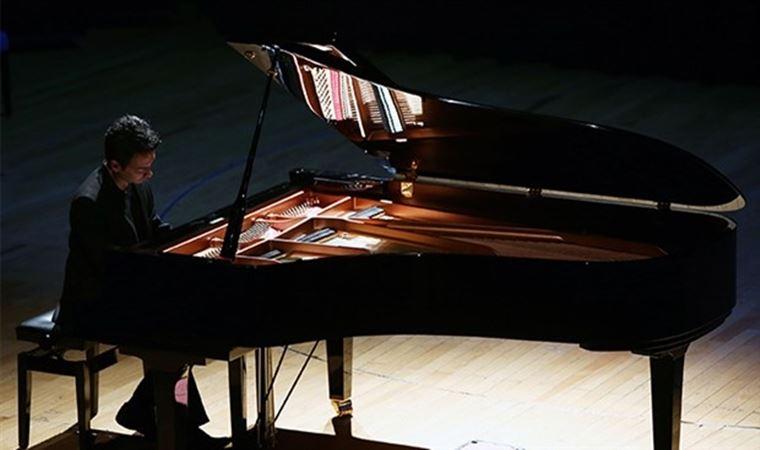 Piyanist Dengin Ceyhan, Chopin'in Nocturne'lerini yorumladı