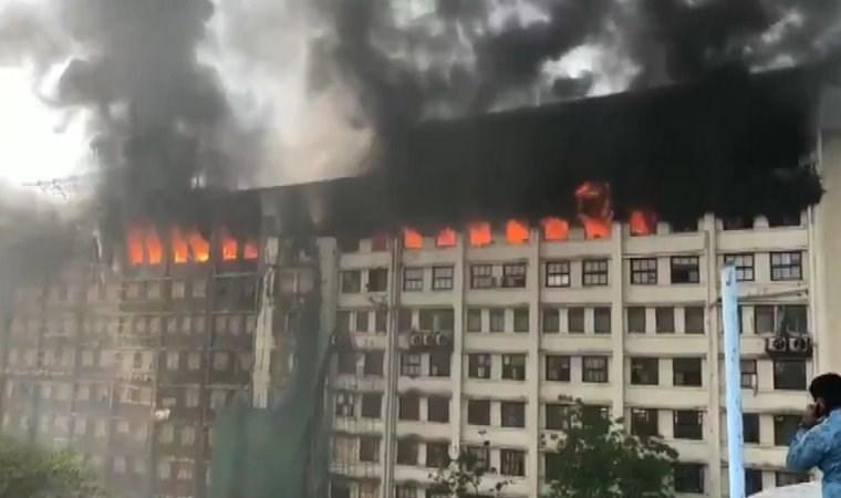 Hindistan'da resmi dairelerin olduğu binada yangın