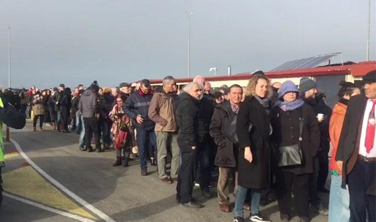Gezi'de karar günü: Silivri'de uzun kuyruklar oluştu