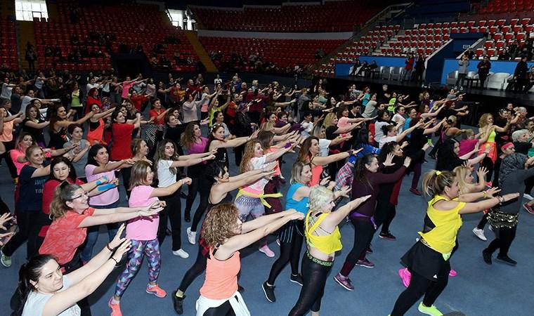 """Başkentli kadınlardan kadına şiddete hayır"""" dansı"""