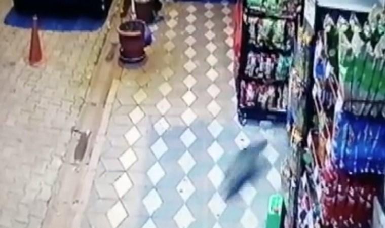 Manisa'daki 5.2'lik deprem anı kamerada