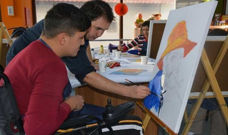Kısa Mola Merkezleri 'Sanatta Engel Yok' diyecek