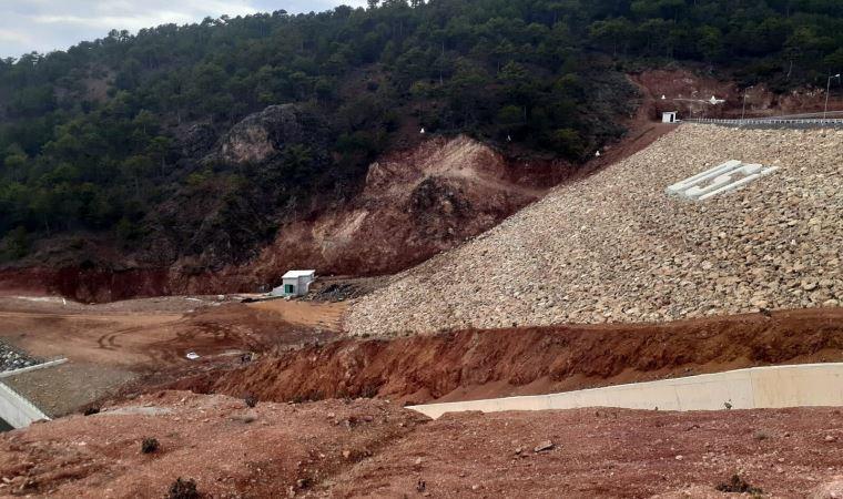 Uşak'ta barajda çatlak; 4 okul tatil edildi