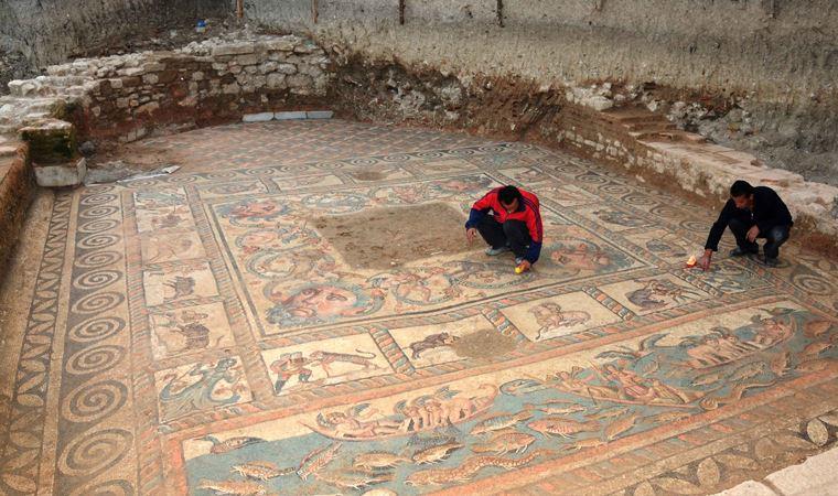 Bahçesinde Roma dönemine ait eserler çıktı