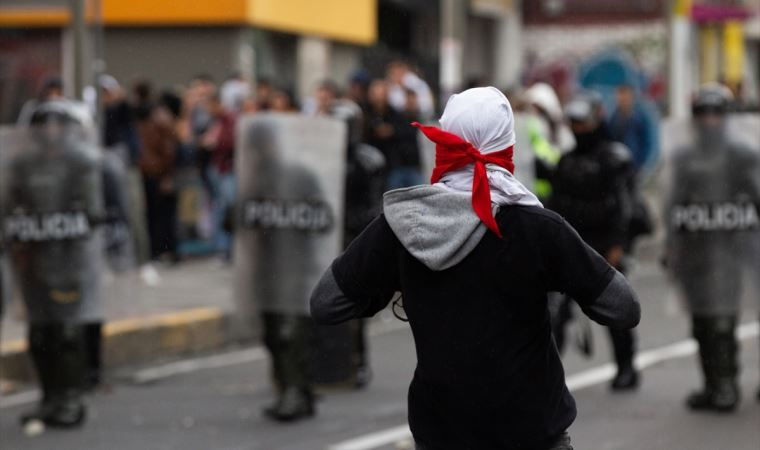 Kolombiya'da öğrenciler poliste çatıştı