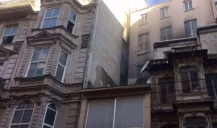 İstiklal Caddesi'nde bulunan 5 katlı binada yangın