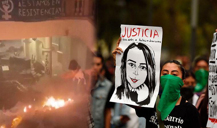 Meksika'da kadınlar, anayasa mahkemesini ateşe verdi