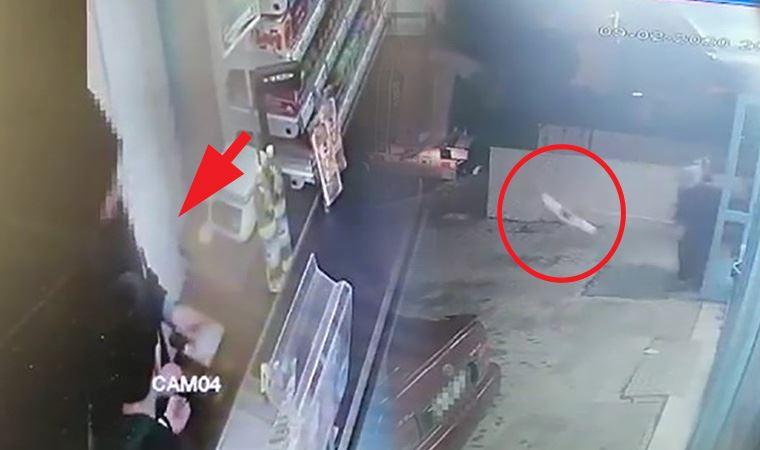 Market çalışanı, bıçaklı gaspçıyı paspasla kovaladı!