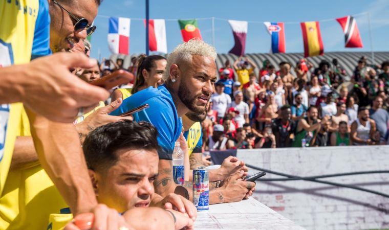 Türk futbol severlere Neymar'dan davet