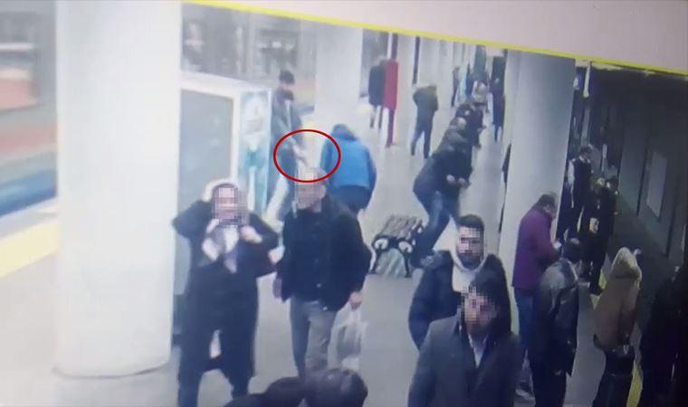 Otogar metro istasyonunda polise saldırı kamerada