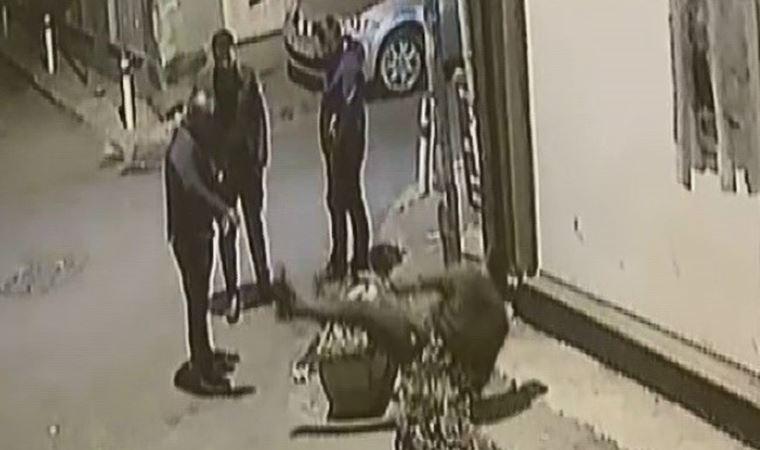 İzmir'de korkunç cinayet anı! Döve döve öldürdü