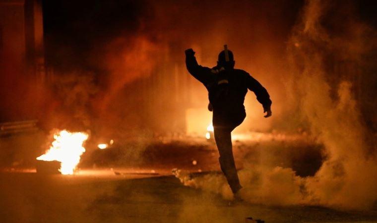 Protestocular polisle çatıştı: 62 yaralı