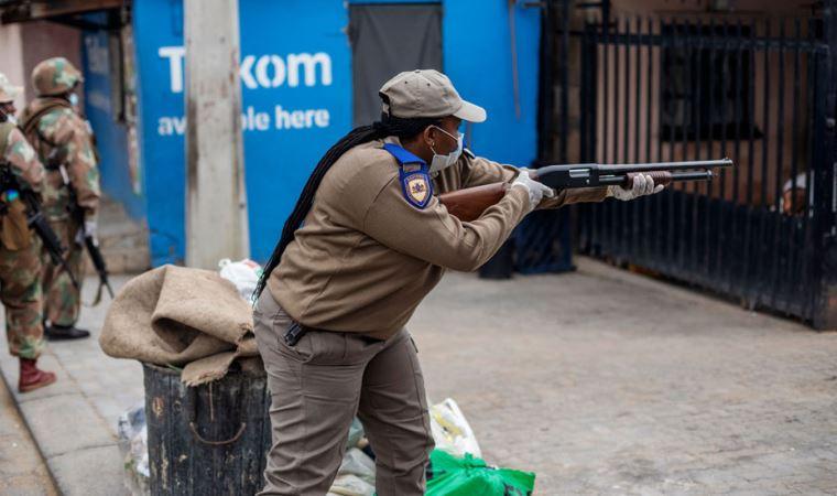 Yetkililer 'şiddete başvuruyor': Kırbaçlama, ateş açma