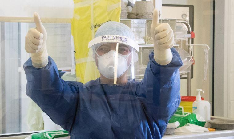 Korona tespit edilen bir kadın sezaryenle doğum yaptı