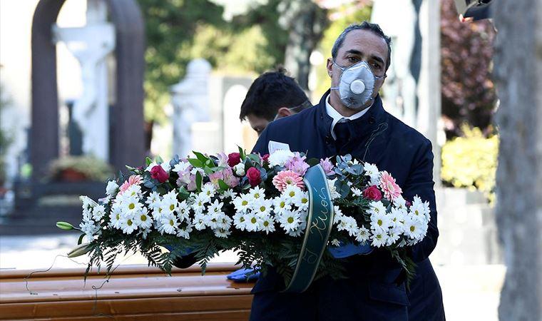 İtalya'da ölü sayısı 15 bini geçti