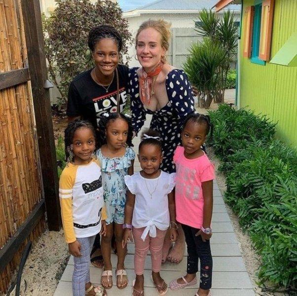 <p>Şarkıcının Lexi Larson adında bir hayranı, geçtiğimiz aylarda Anguilla'da Adele ile karşılaştığını ve onunla sohbet ettiklerini anlatmıştı.<br></p>