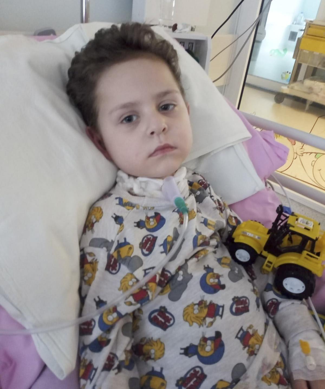 4 yaşındaki Ahmet Furkan, yoğun bakımda yaşam savaşı veriyor