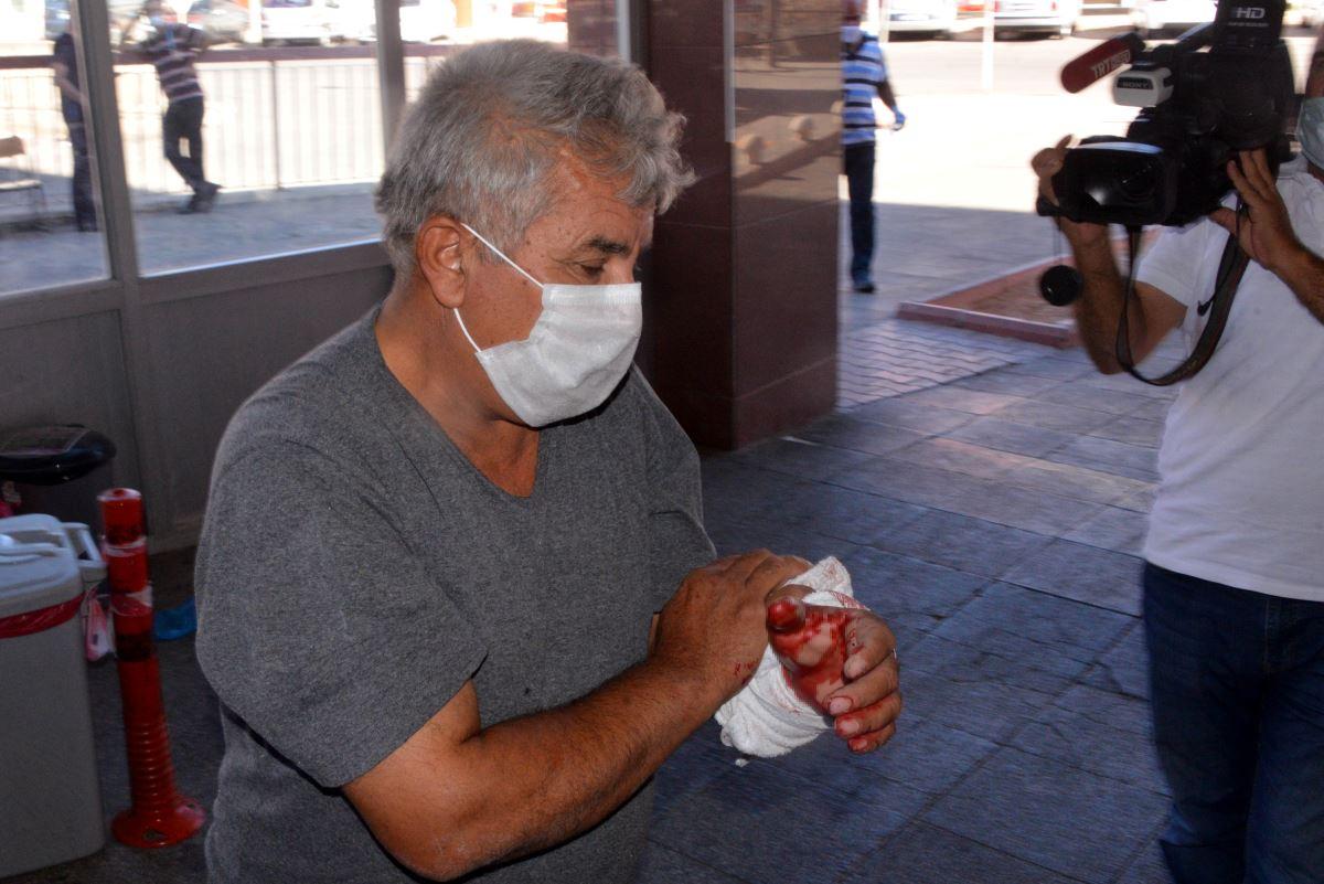 """<p class=""""MsoNormal"""">Kurban keserken kazara kendilerini yaralayan acemi kasaplar hastanelere koştu. <o:p></o:p></p><br></p>"""
