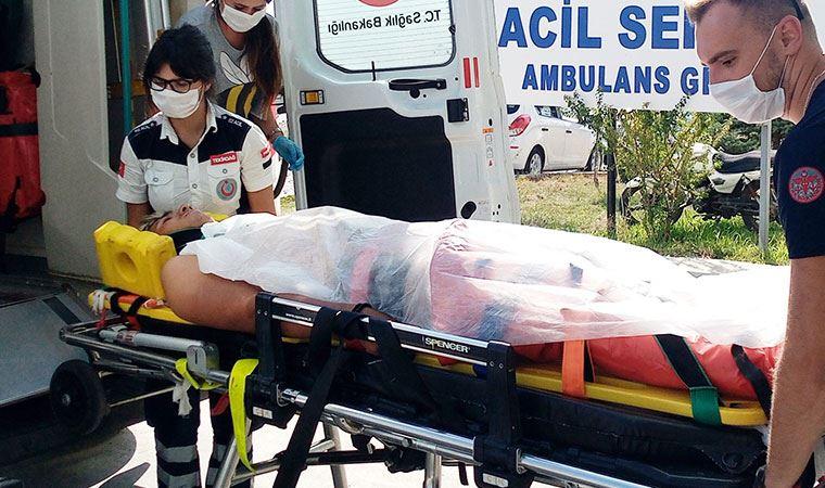 Çarptıkları motosikletteki yaralı 2 genci dövdüler!