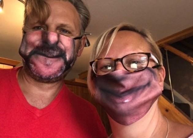 <p>Maskeye basılan fotoğrafların, kişilerin gerçek yüzlerinden yüzde 25 daha büyük olması ise eğlenceli görüntülere sahne oldu.<br></p>