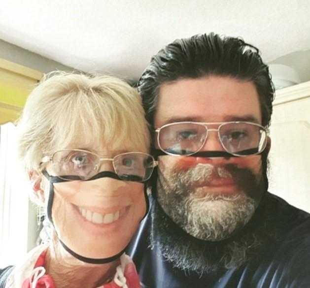 <p>Kendi yüzlerinin bulunduğu maskeyle sosyal medyada fotoğraf paylaşmaya başlayan müşteriler, yeni tip maskeleri çok sevdiklerini belirtti.</p>