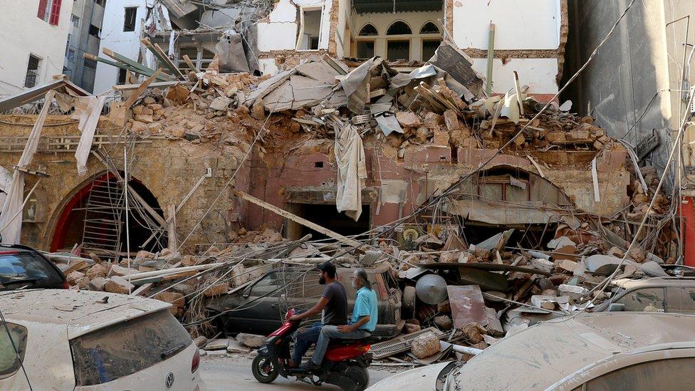 <p>Reuters</p><p>Patlama nedeniyle pek çok ev ve dükkan yıkıldı ya da hasar gördü</p>
