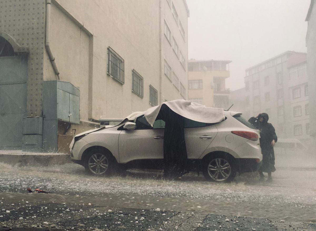 Meteoroloji'nin uyarısının ardından İstanbul'da sel ve dolu yağışı