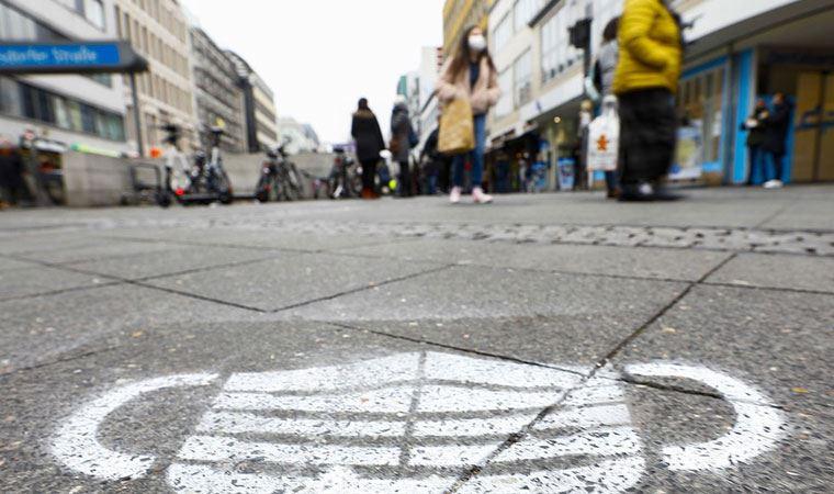Almanya basını: Koronavirüs yasakları uzatıldı
