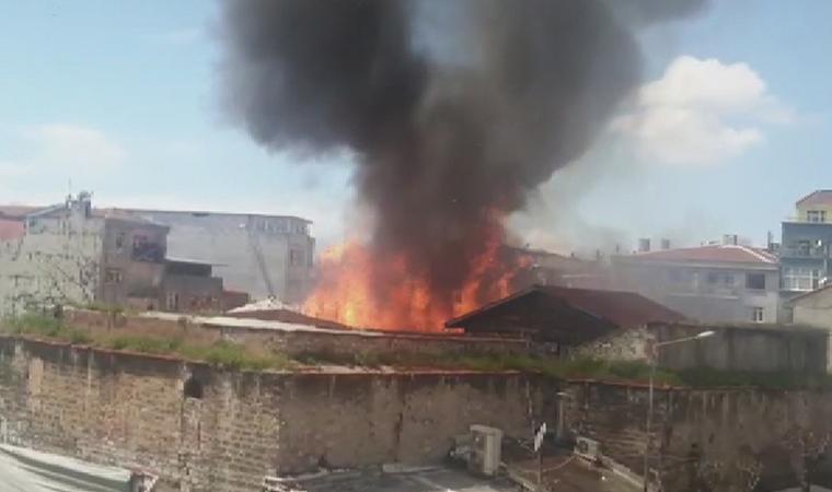 İstanbul'da depo yangını