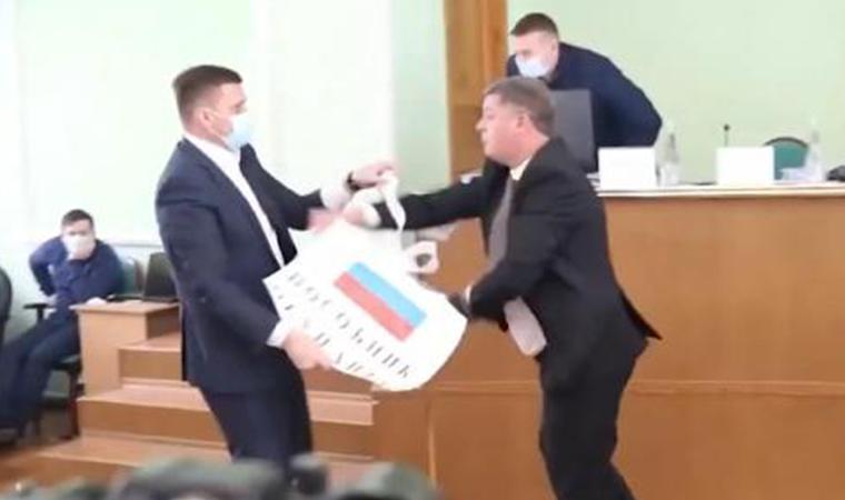 Ukrayna'da Rus bayrağı krizi