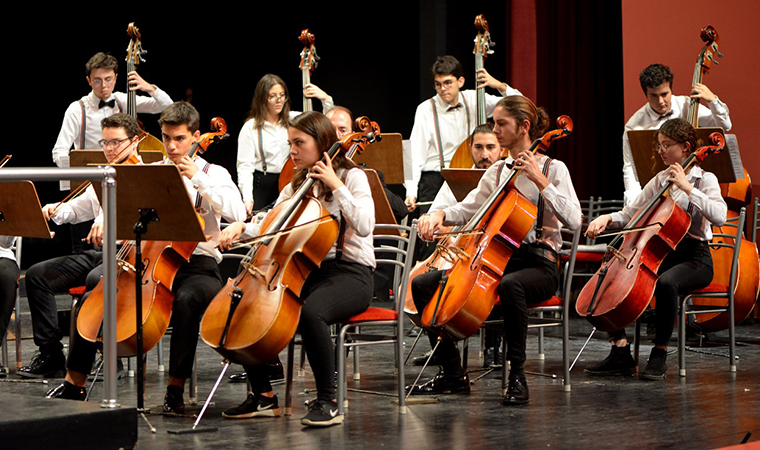 Tepebaşı'nda çocuk ve gençlik orkestrası çocuklara dokunuyor