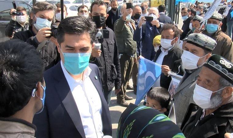 İYİ Parti İstanbul İl Başkanı Kavuncu'dan, Çin Konsolosluğu önündeki eyleme ziyaret