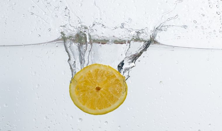 Limonlu su içmenin 12 faydası