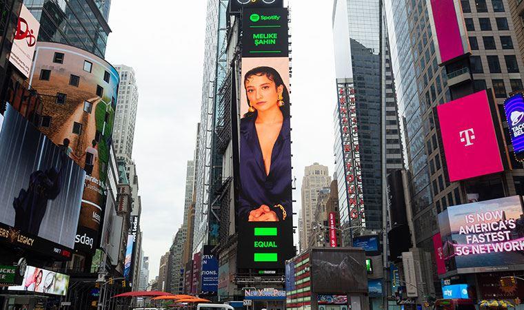 Melike Şahin, Times Meydanı'nda!