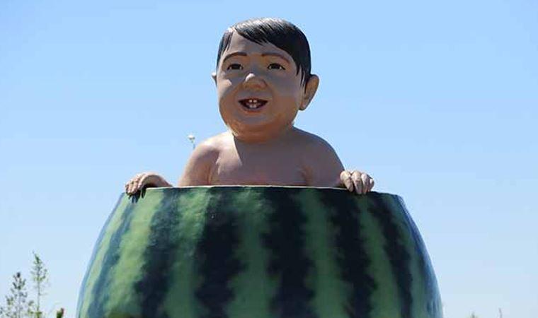 Validen 'karpuz içindeki çocuk' heykeli açıklaması
