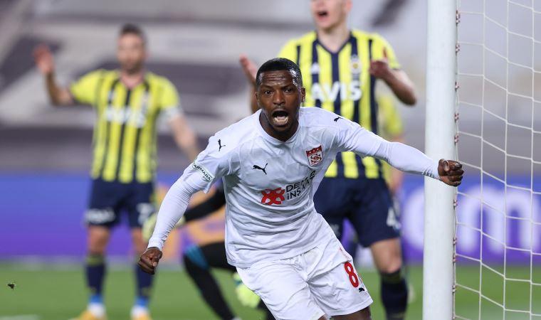 Fenerbahçe Kadıköy'de yıkıldı!