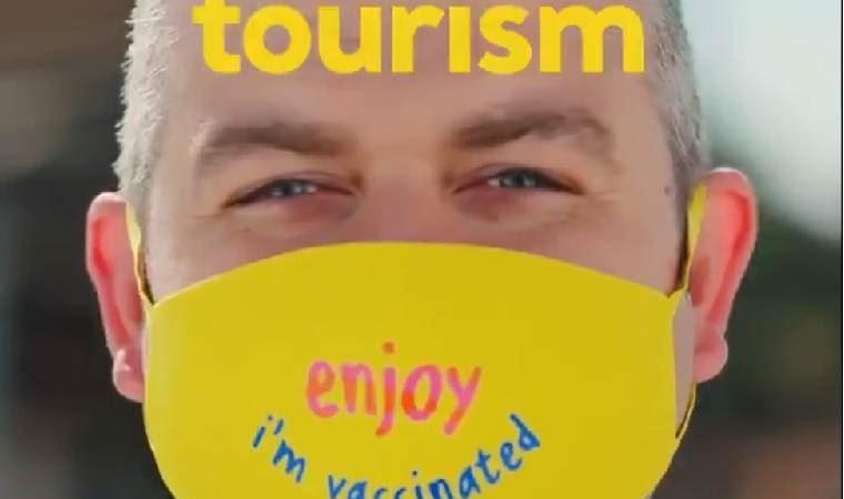 Turizm Bakanlığı'ndan 'Keyfine bak, aşılandım' reklamı
