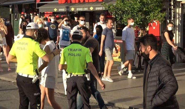 Taksim Meydanı'nda soyundu