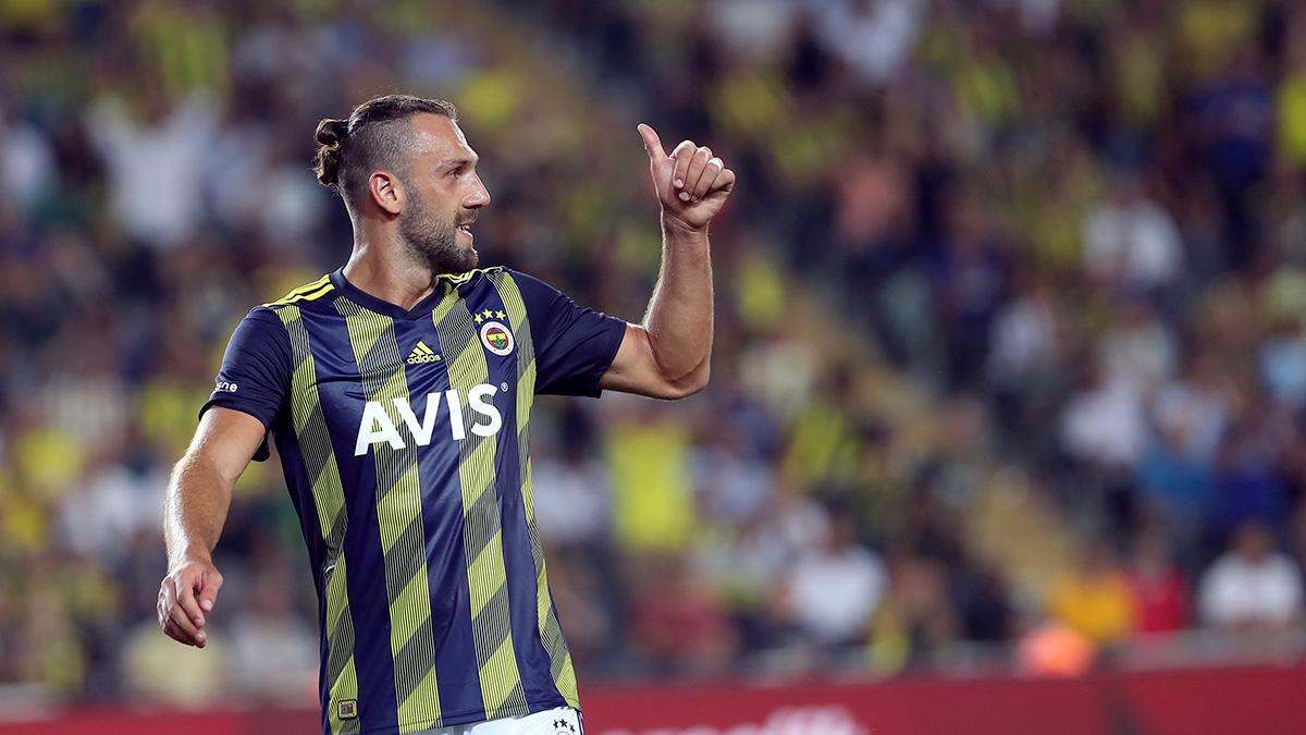 <p>Fenerbahçe formasıyla 32 maça çıkan Vedat, 15 gol atıp 6 asist üretti.&nbsp;</p>
