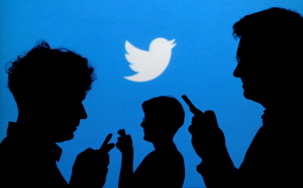 <p>Twitter'dan mavi tik alabilecek kişisel ve kurumsal hesaplar ise şöyle sınıflandırılacak: resmi kurumlar, şirketler, haber kuruluşları ve gazeteciler, spor ve oyun, aktivizm ve etkisi bulunan diğer kişiler.</p><p>Doğrulama özelliği kademeli olarak kullanıcılara sunuluyor. Bu nedenle hesabınızda doğrulama bölümünü görmeniz birkaç günü bulabilir.</p><p>Twitter'dan yapılan açıklamada kategoriye göre belirli talepler olacak. Ancak herkes için geçerli temelli kuralar bulunuyor.</p>