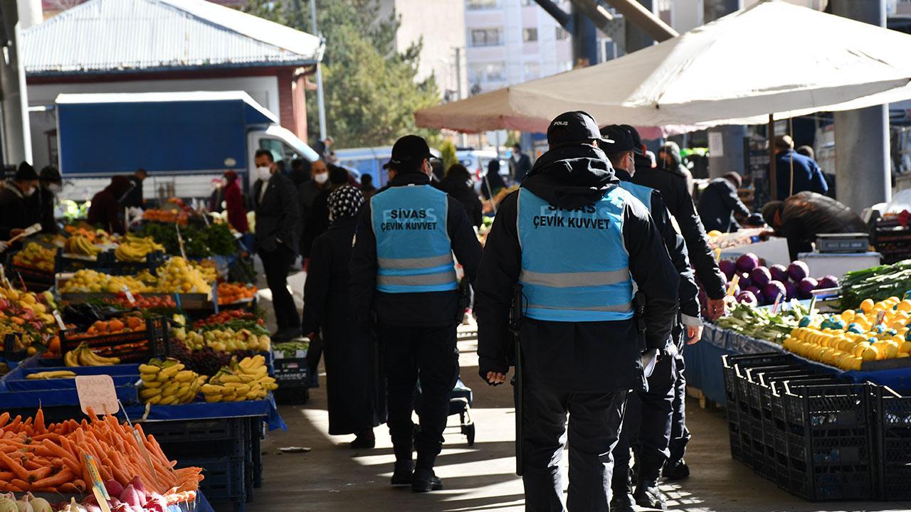 <p><strong>Kadıköy</strong></p><p>Göztepe Pazartesi Pazarı,</p><p>Acıbadem Perşembe Pazarı,</p><p>Erenköy Perşembe Pazarı,</p><p>Kadıköy Kapalı Cuma Pazarı,</p><p>Fikirtepe Cuma Pazarı,</p><p>Sahrayıcedit Cumartesi Pazarı,</p><p><strong>Kartal</strong></p><p>Hürriyet Salı Pazarı,</p><p>Soğanlık Yenimahallesi Çarşamba Pazarı,</p><p>Uğur Mumcu Cumartesi Pazarı,</p><p>Çavuşoğlu Cumartesi Pazarı,</p><p>Topselvi Pazar Pazarı,</p><p><strong>Maltepe</strong></p><p>Yüzevler Bağlarbaşı Çarşamba Pazarı,</p><p>Gülensu Çarşamba Pazarı,</p><p>Küçükyalı Perşembe Pazarı,</p><p>Aydınevler Cumartesi Pazarı,</p><p>Zümrütevler Cumartesi Pazarı,</p><p>Esenkent Cumartesi Pazarı,</p><p>Fındıklı Pazar Pazarı,</p><p><strong>Pendik</strong></p><p>Esenyalı Pazartesi Pazarı,</p><p>450 Konutlar Pazartesi Pazarı,</p><p>Pendik Cumartesi Pazarı,</p><p>Güllü Bağlar Cumartesi Pazarı,</p><p>Aydos Cumartesi Pazarı,</p><p>Kavakpınar Pazar Pazarı,</p>
