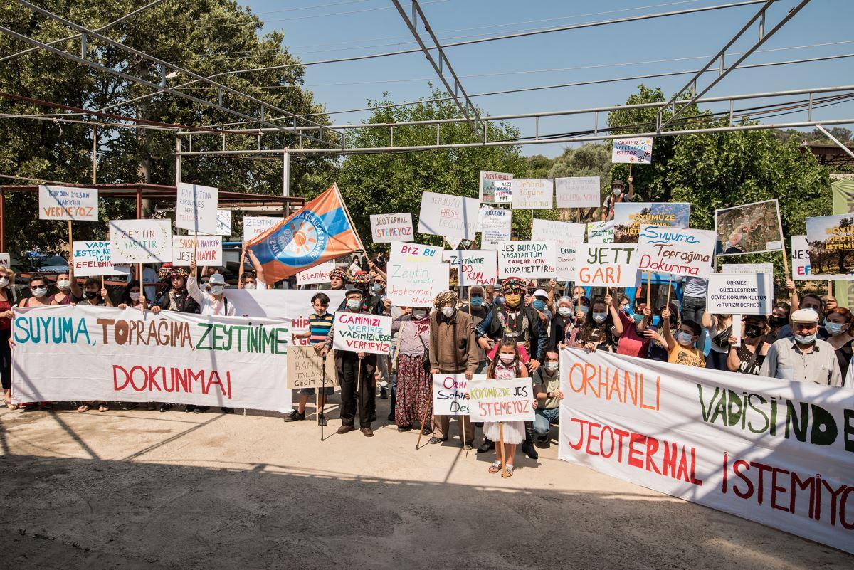 <p>Köylülerin yaşam mücadelesine destek veren hak savunucuları, JES-RES-GES entegre enerji santrali projesinin bir an önce iptal edilmesi için hukuksal sürecin takipçisi olacaklarının altını çizdi.</p>