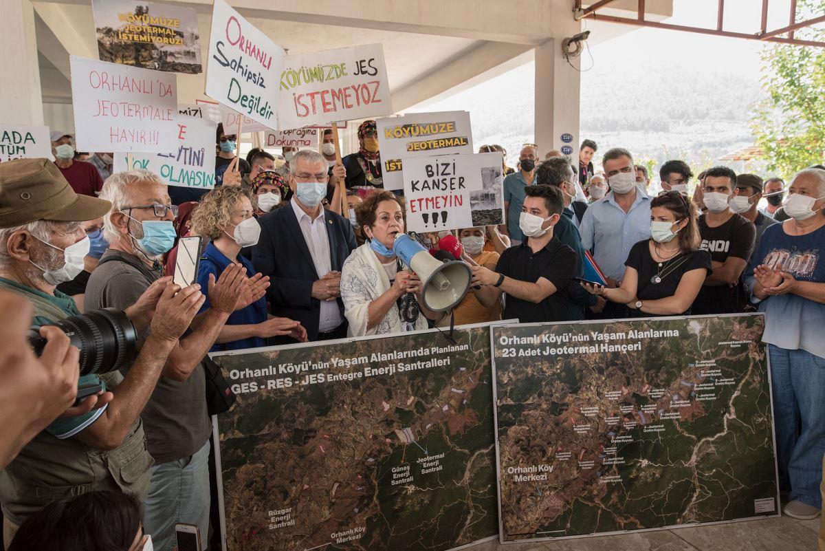 <p>İzmir Seferihisar'da yüzlerce yıllık zeytin ağaçlarıyla dolu bir vadide bulunan Orhanlı köyü, bir süredir jeotermal enerji santrali (JES) projelerinin tehdidi altında bulunuyor.</p>