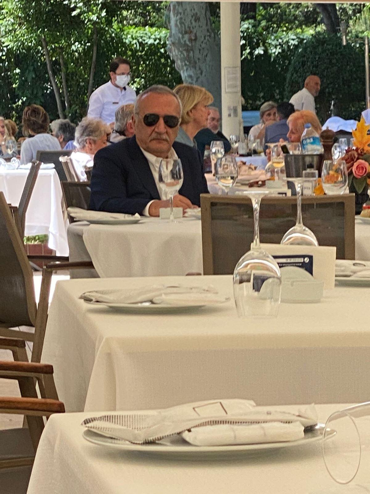 <p>Peker, iddialarını sürdürürken; Ağar tarafı ise sessizliğini korumuştu.&nbsp;</p><p>Ağar, bugün İstanbul Caddebostan'da ortaya çıktı. Eski bakan, Caddebostan'da bulunan Büyük Kulüp'te görüntülendi.</p>