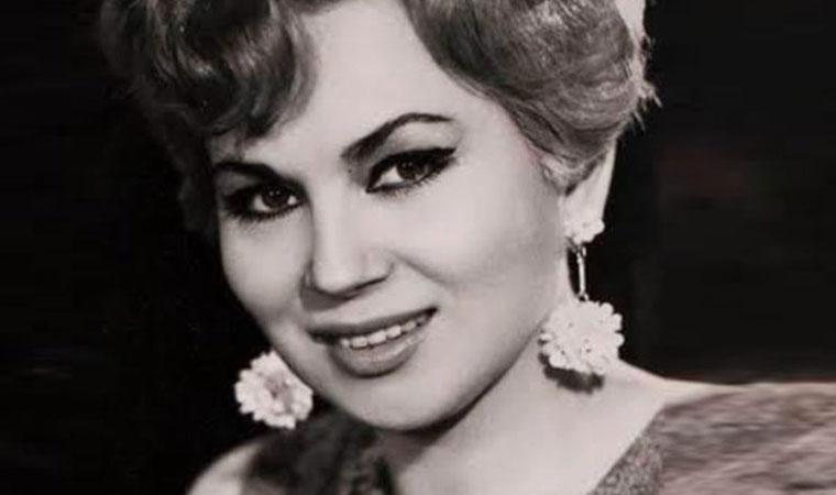 <p>Halk müziğinin önemli isimlerinden Yıldız Ayhan 83 yaşında tedavi gördüğü hastanede yaşamını yitirdi. TRT'nin ünlü ses sanatçılarından, zatürre teşhisiyle tedaviye alınan Yıldız Ayhan, yoğun bakım ünitesinde makineye bağlı yaşamını sürdürüyordu.Sanatçının naaşının 17 Haziran Perşembe günü öğle namazından sonra İstanbul Zincirlikuyu Mezarlığı'nda toprağa verileceği öğrenildi.</p>