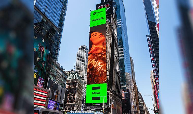 Göksel, EQUAL Türkiye kapağıyla Times Meydanı'nda