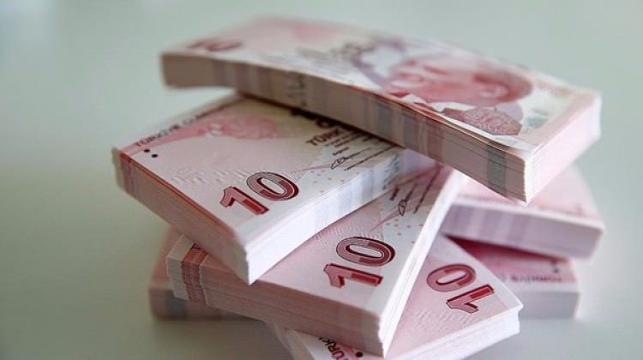 <p>Anapara veya taksit ödeme tarihi 20 Mayıs 2021'den önce olup, kullandığı nakdi ve gayri nakdi kredilerinin anapara, faiz veya ferilerine ilişkin ödemelerini aksatan gerçek ve tüzel kişilerin, ticari faaliyette bulunan ve bulunmayan gerçek kişilerin ve kredi müşterilerinin karşılıksız çıkan çek, protesto edilmiş senet, kredi kartı ve diğer kredi borçlarına ilişkin Türkiye Bankalar Birliği Risk Merkezi nezdinde tutulan kayıtları, söz konusu borçların ödenmesi geciken kısmının 31 Aralık 2021'e kadar tamamının ödenmesi veya yeniden yapılandırılması halinde, bu kişilerle yapılan finansal işlemlerde kredi kuruluşları ve finansal kuruluşlar tarafından dikkate alınmayacak.<br></p>