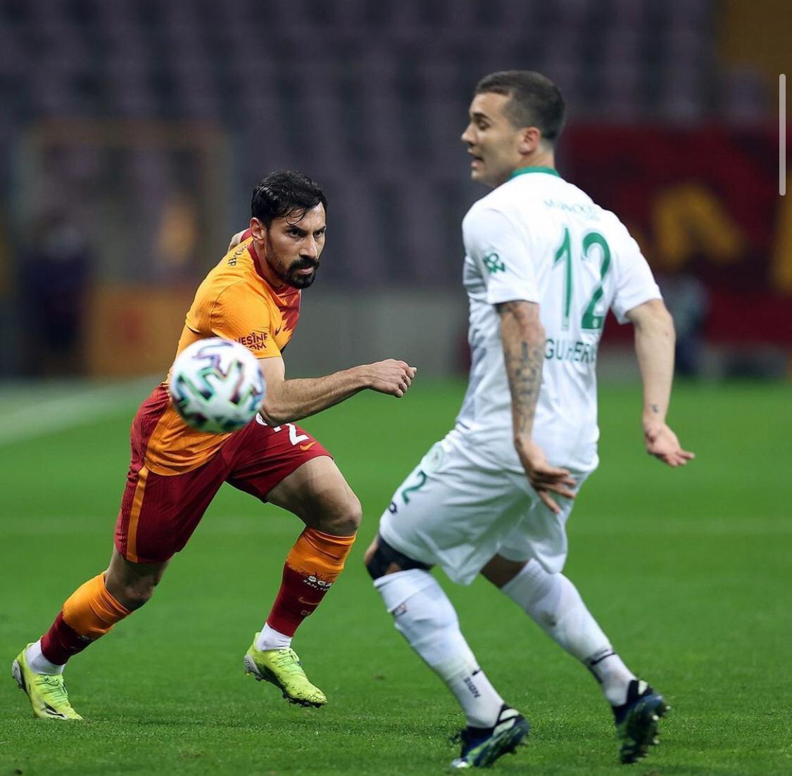 <p>Galatasaray'ın sağ beki Şener Özbayraklı Galatasaray'dan ayrıldığını açıkladı.&nbsp;</p>