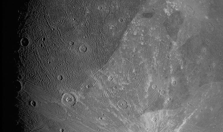 NASA, Jüpiter'in uydusunun yakın mesafeden çekilen fotoğraflarını yayınladı