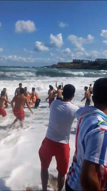 <p>Sarıyer'de bulunan Gümüşdere Aile Plajı'nda Şile'deki Ayazma Plazı'nda ve Sakarya'nın Karasu ilçesinde ve Düzce'nin Akçakoca ilçesinde denizin aşırı dalgalı olması denize girmek yasaklandı.<br></p>